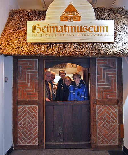 """Die Klöntür signalisiert """"Herzlich willkommen im Heimatmuseum"""""""