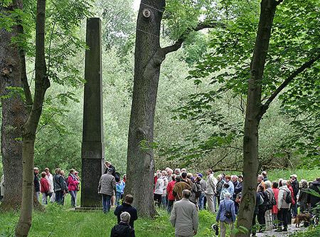 Um 1800 stand der Obelisk an dieser Stelle inmitten des Englischen Landschaftsparks vom Kollauer Hof
