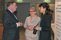 Rainer Funke und Ingelor Schmidt im Gespräch mit Ghasak Falaki von der Online-Zeitung Eimsbütteler Nachrichten