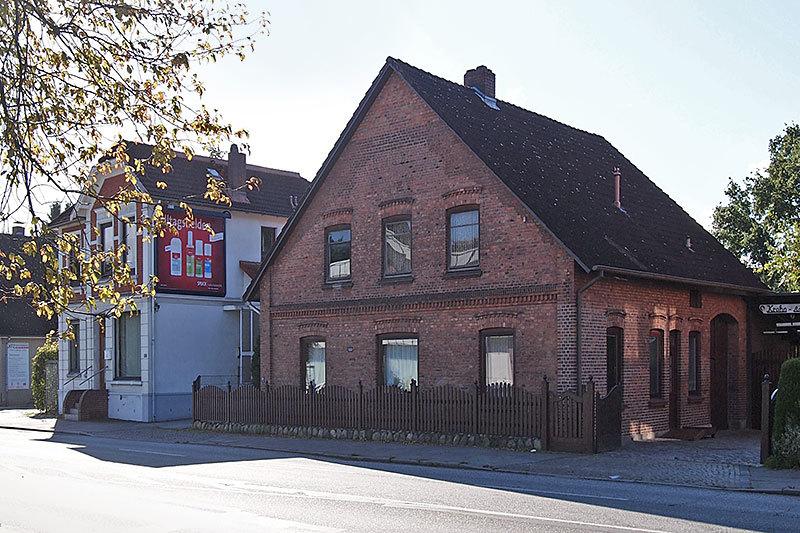 Lag auch einmal im Grünen: Einer der ältesten Höfe von Schnelsen