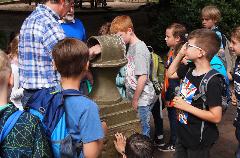 """In der """"Spendenbox"""" vor der Kirche wurde einst für """"verschämte Arme"""" gesammelt"""