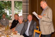 Stadtteilchronist und nicht nur als Feuerwehrchef ehrenamtlich für Niendorf im Einsatz: Hans Joachim Jürs (r) würdigte seinen Freund Horst Moldenhauer mit bewegenden Worten