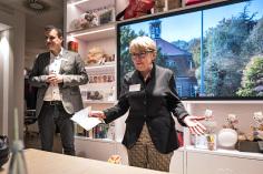 """HASPA-Filialleiter Darko Mavrak und Ingelor Schmidt begrüßten fast 50 """"alte"""" und """"neue"""" Niendorfer Gäste, die die Erzählungen der Zeitzeugen, die Bilder des alten und des neuen Niendorfs sehr genossen"""