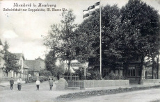 Dorfidylle am Gedenkstein um 1900...