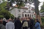 In der Sottorfallee vor dem ehemaligen Lokstedter Rathaus