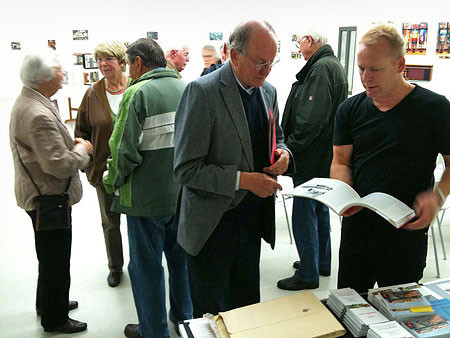 Forum Kollau Vorstandsmitglied Hans-Joachim Jürs im Gespräch mit dem Bildhauer Heinrich Eder | Foto Joerg Kilian
