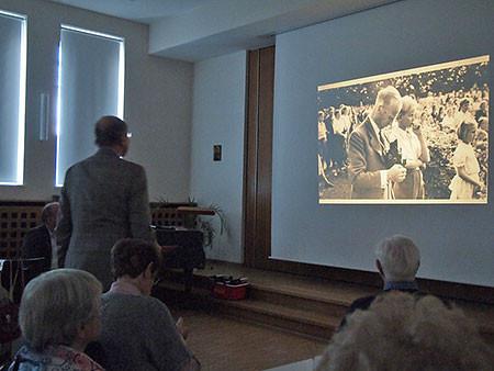 Traditioneller Auftakt der Fotoserie: Ein Portrait von Lehrer Max Möller, der seinen dokumentarischen Fotofundus an die Jürs-Brüder übergab