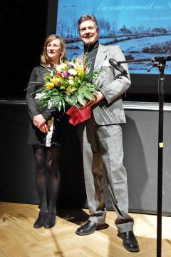 Joerg Kilian dankte der Produzentin Dörthe Hagenguth. Foto F. Tiedemann