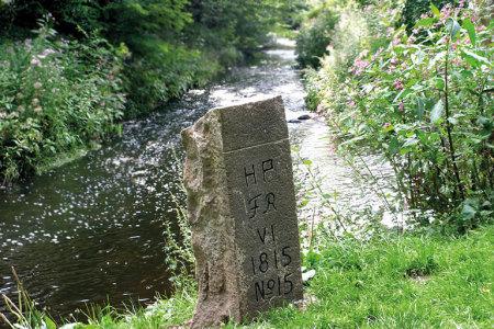 Grenzstein No. 15 am Zusammenfluss von Kollau und Tarpenbek