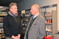 Mediendesigner Joerg Kilian (l) gestalte die Chronik. Hans-Joachim Jürs hat den Sportverein in vielerlei Hinsicht über 60 Jahre mitgeprägt