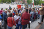 Begrüßung der Spaziergänger vor der HASPA, die in Lokstedt eine lange Geschichte hat